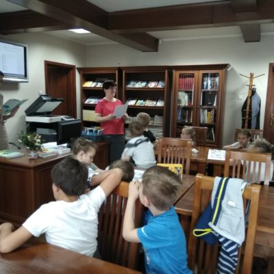 Wyjście do Biblioteki Miejskiej klas pierwszych